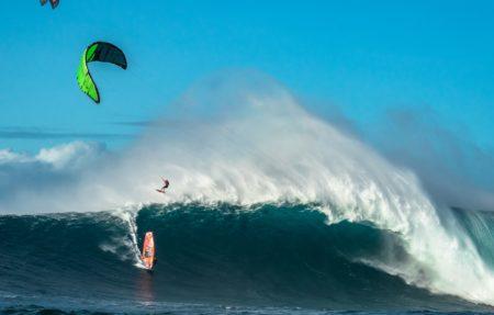Here's What Kitesurfing XXL Waves is Really Like - Magicseaweed.com