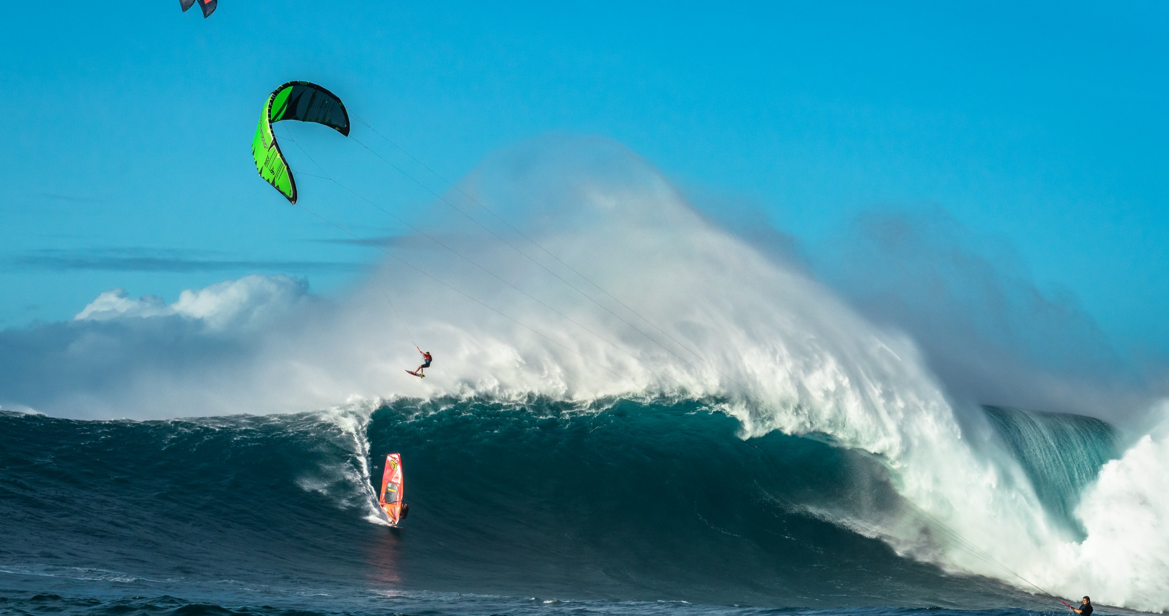 Here's What Kitesurfing XXL Waves is Really Like - Magicseaweed.com